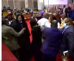 فیلم/ درگیری در مجلس اتحادیه آفریقا