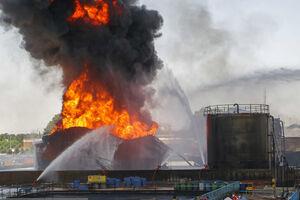 فیلم/ پایان عملیات اطفای حریق پالایشگاه نفت تهران