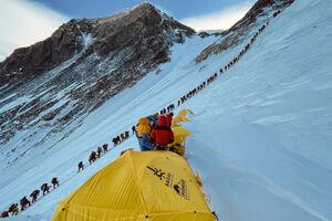 تصاویر دیدنی از صعود به اورست