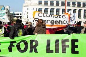تظاهرات اعتراض آمیز مردم انگلیس در محل نشست گروه ۷