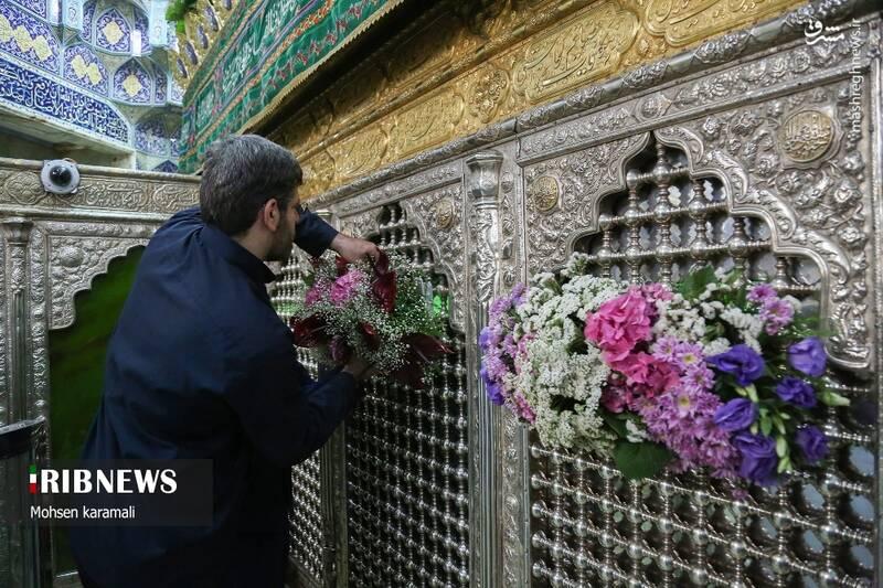 عکس/ گل آرایی ضریح مطهر حضرت معصومه(س) 