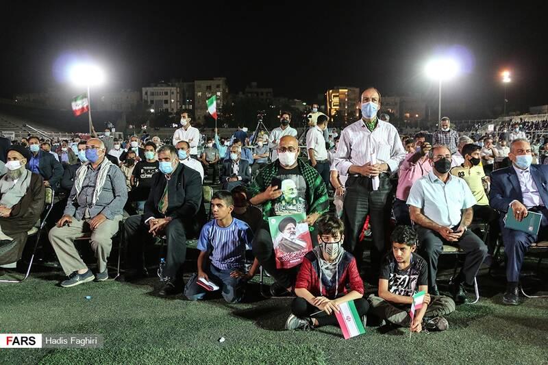 در این تجمع اقلیتهای مذهبی، جوانان و نوجوانان، زن و مرد و اقشار مختلف مردم حضور داشتند