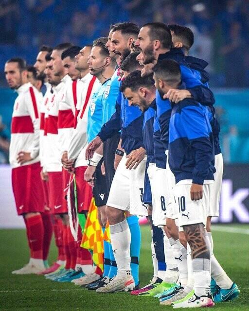 تصویری جالب از بازیکنان ایتالیا هنگام خواندن سرود ملی
