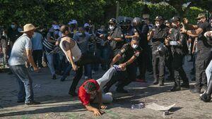 درگیری پلیس با معترضان در پایتخت تونس