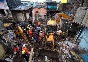 عکس/ جان باختن ۱۲ نفر در حادثه فروختن یک ساختمان