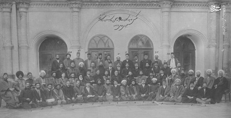 عکس یادگاری نمایندگان دومین دوره مجلس شورای ملی در محوطه عمارت مجلس
