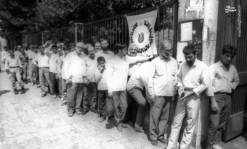 صف رأی برای انتخابات ریاستجمهوری در سال ۱۳۶۸