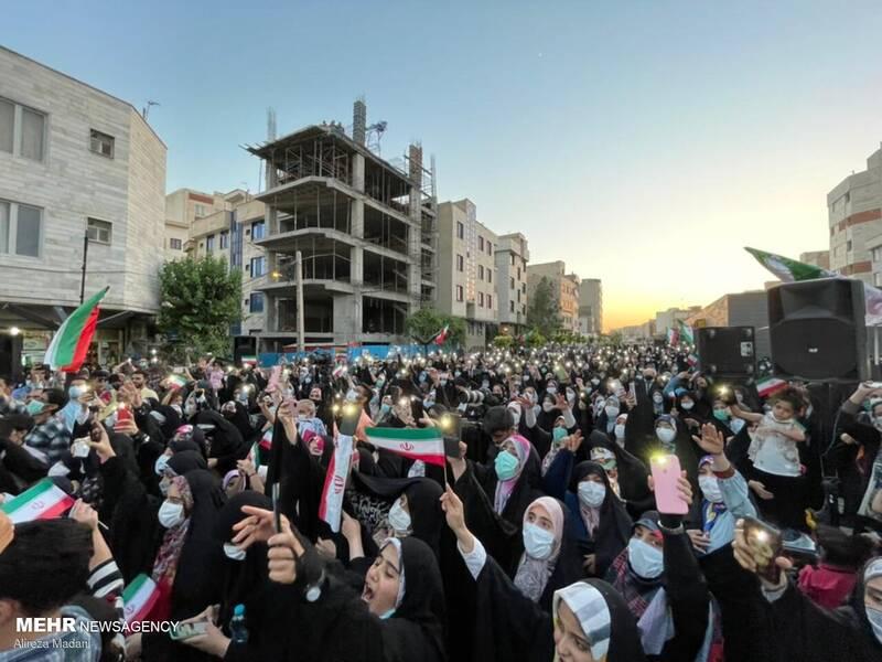 عکس/ جشن خیابانی دهه کرامت در محله پیروزی