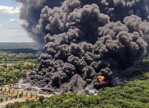 عکس/ ستون بزرگ دود سیاه در آسمان آمریکا