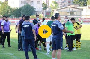 فیلم/ فرار از مرگ در زمین فوتبال لیگ یک