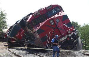 عکس/ خارج شدن یک قطار باری از ریل