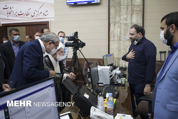 مردم باز هم به میدان آمدند/ حیرت رسانههای غربی از حضور باشکوه مردم/ پایان رسمی انتخابات و آغاز شمارش آراء + عکس و فیلم