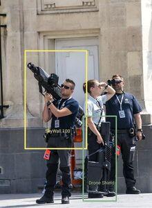 عکس/ سلاحهای عجیب تیم حفاظت بایدن