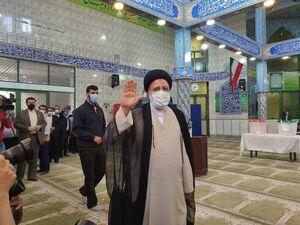 «سید ابراهیم رئیسی» در مسجد ارشاد رأی خود را به صندوق انداخت