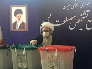 صادق آملی لاریجانی آرای خود را در صندوقهای آرا انداخت