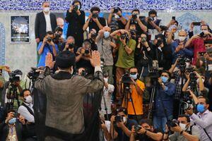 نماهایی متفاوت از حضور رئیسی پای صندوق رای