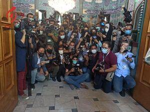 حضور گسترده عکاسان و خبرنگاران در حسینیه ارشاد