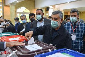 عکس/ سردار حاجی زاده رای خود را به صندوق انداخت