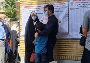 آذری جهرمی به همراه خانواده پای صندوق رای