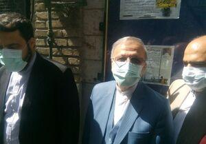 منوچهر متکی با حضور در مسجد لرزاده رای خود را به صندوق انداخت