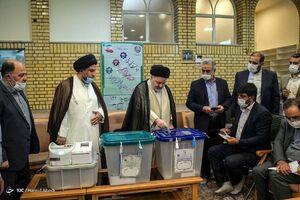حضور نماینده آیت الله سیستانی در ایران پای صندوق رای