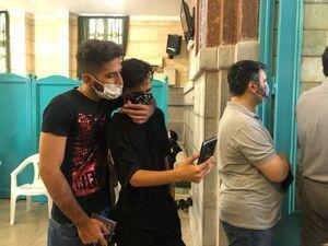 بازار داغ سلفی بگیران رای دهنده در پای صندوق رای حسینیه ارشاد