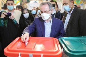بازدید استاندار تهران از فرایند اخذ رای در مسجد لرزاده تهران - کراپشده