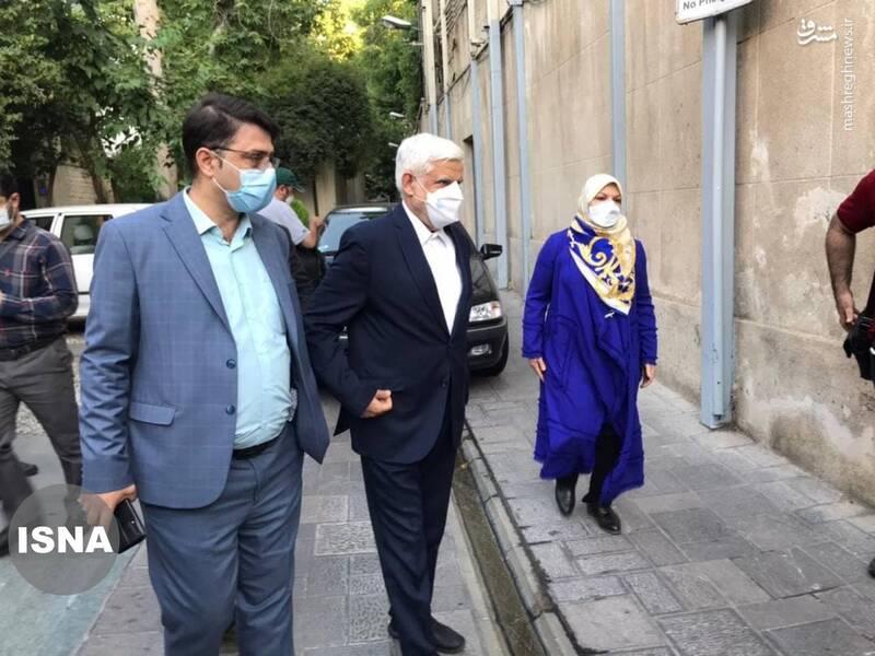 عارف و همسرش در حسینیه جماران حضور یافتند