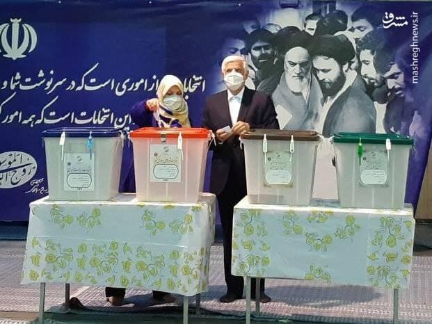 عارف و همسرش در حسینیه جماران حضور یافتند +عکس