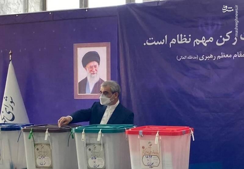 عباسعلی کدخدایی، سخنگوی شورای نگهبان رای خود را به صندوق انداخت