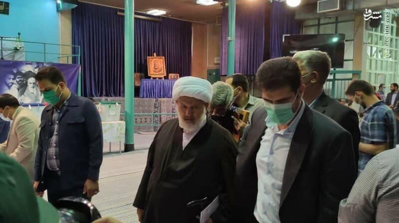 حضور حجتالاسلام والمسلمین علی رازینی در حسینیه جماران جهت شرکت در انتخابات