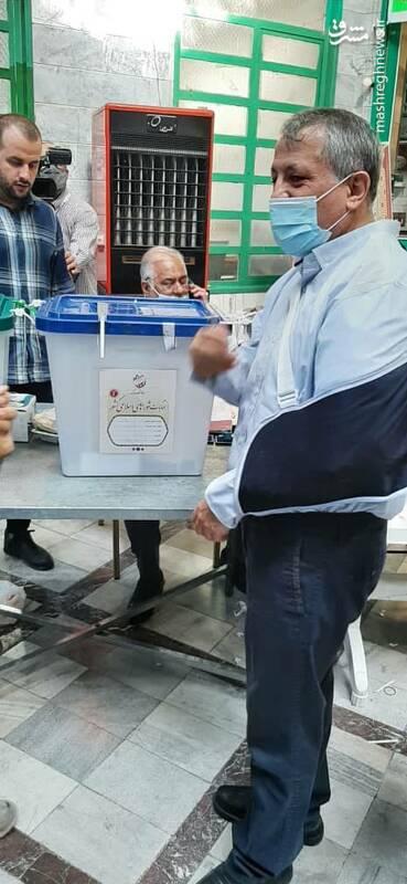 شرکت رییس شورای شهر تهران در انتخابات ریاست جمهوری و شورای شهر در مسجد اقدسیه