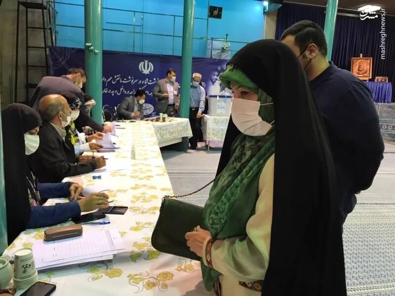 حضور معصومه ابتکار در حسینیه جماران برای شرکت در انتخابات