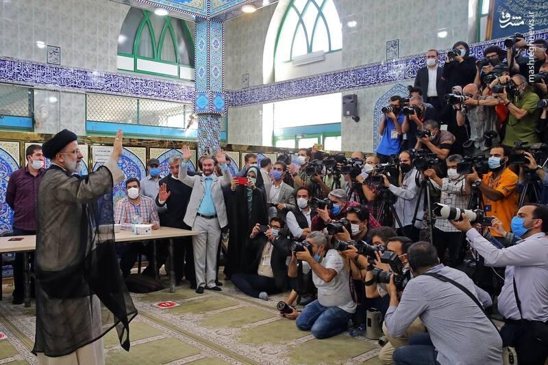 ۱۶۰ خبرنگار و تصویربردار داخلی و خارجی در محل رای دادن رئیسی