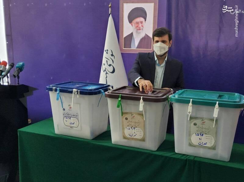 دکتر طحان نظیف عضو حقوقدان شورای نگهبان رای خود را به صندوق انداخت