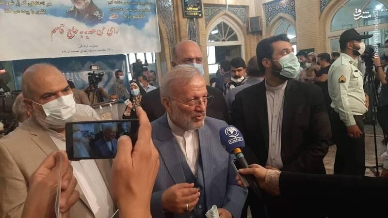 منوچهر متکی در مسجد لرزاده رای داد