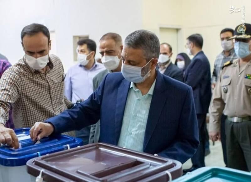 فرمانده کل ارتش رای خود را به صندوق انداخت