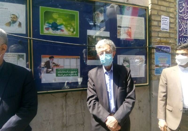 حضور حداد عادل در مسجد لرزاده تهران برای انتخابات +عکس
