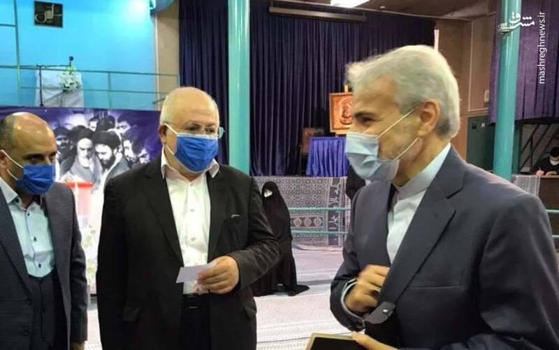 محمد باقر نوبخت رییس سازمان برنامه و بودجه برای شرکت در انتخابات در حسینیه جماران حضور یافت.