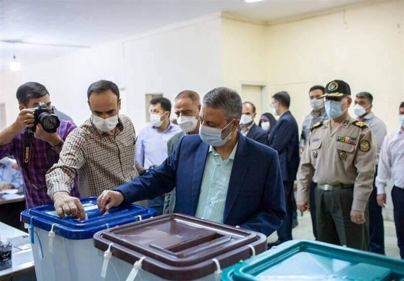 فرمانده کل ارتش رای خود را به صندوق انداخت +عکس