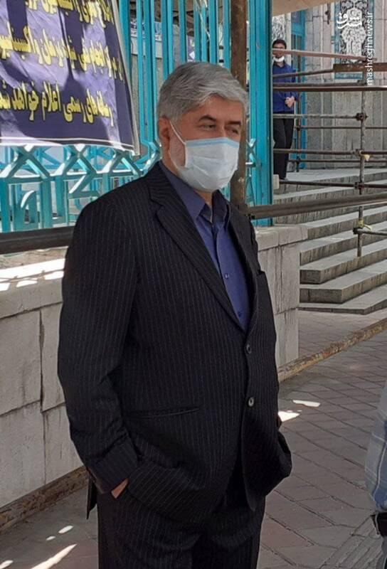 علی مطهری در صف شرکت در انتخابات