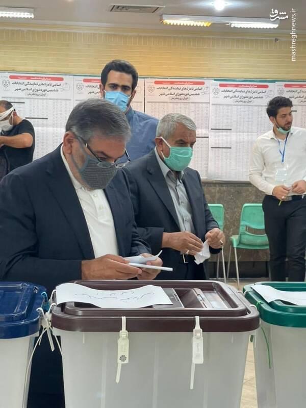 دریابانشمخانی رای خود را به صندوق انداخت