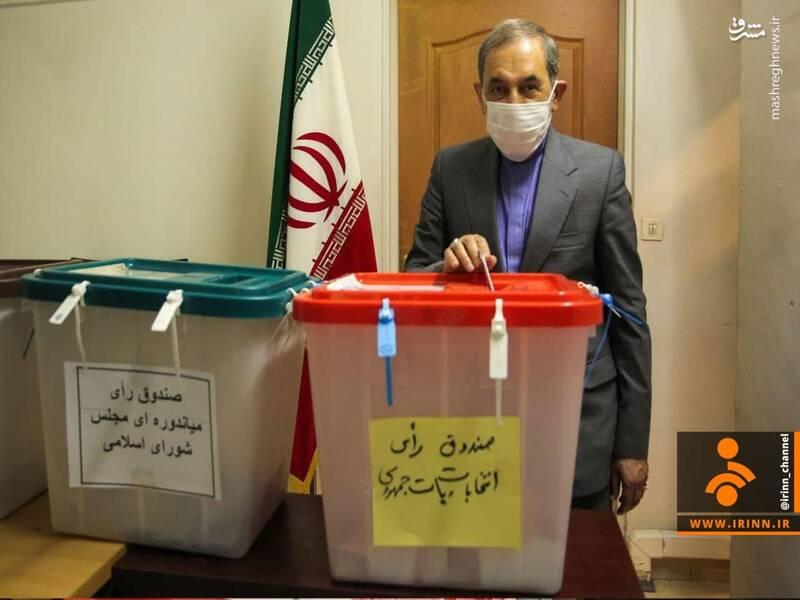 علی اکبر ولایتی مشاور مقام معظم رهبری در امور بینالملل رای  خود را  در نخستین ساعات،  همگام با ملت بزرگ ایران ، به صندوق انداخت