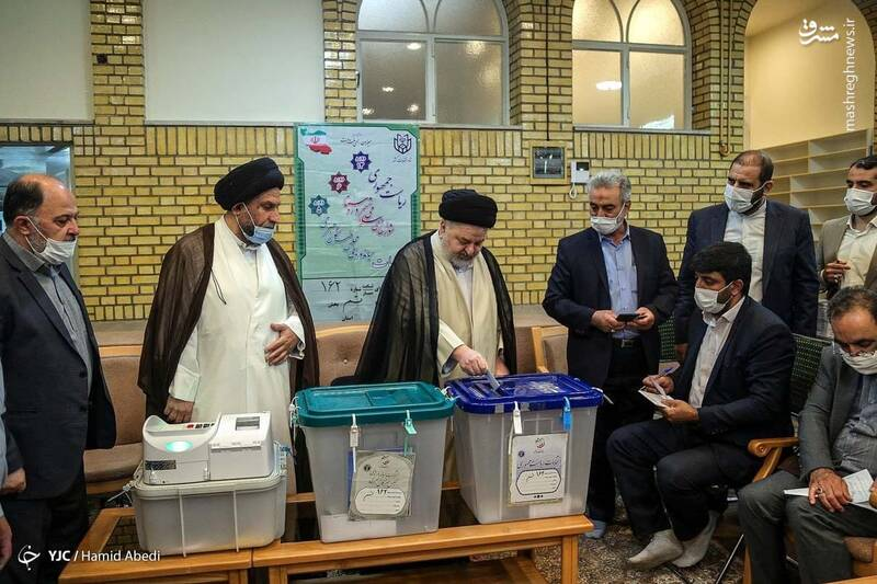 حضور حجت الاسلام شهرستانی نماینده آیت الله سیستانی در ایران پای صندوق رای