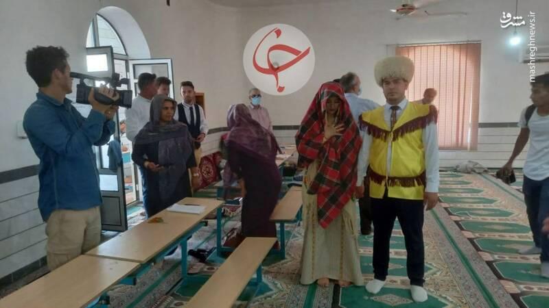 عکس/ عروس و داماد ترکمن در پای صندوق رای