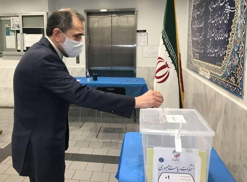 مجید تخت روانچی سفیر ایران در سازمان ملل رای خود در صندوق انداخت