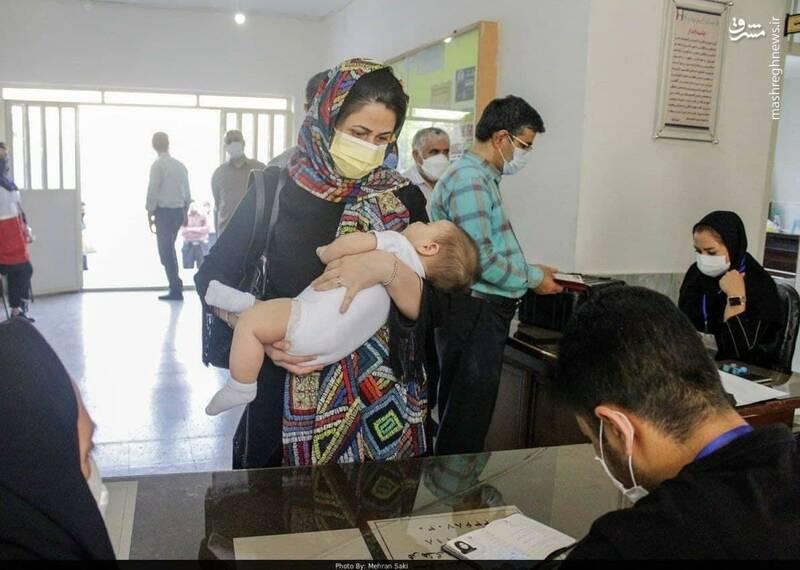 عکس/ شهروند خاص پای صندوق رای