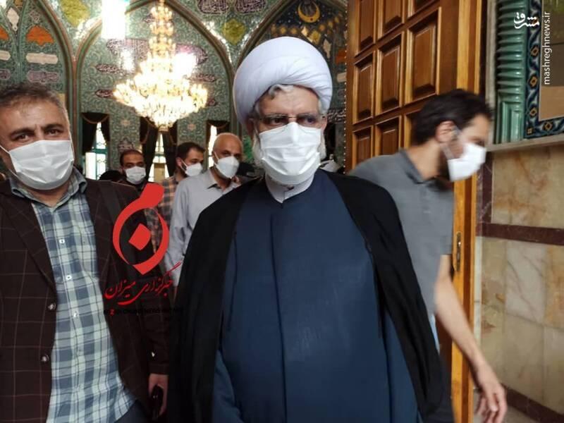 محسن رهامی نماینده ادوار مجلس رای خود را در حسینیه ارشاد به صندوق انداخت