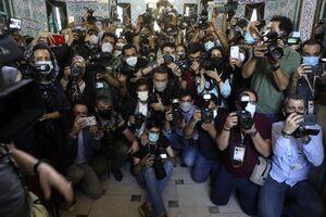 عکس/ حضور گسترده عکاسان در حسینیه ارشاد