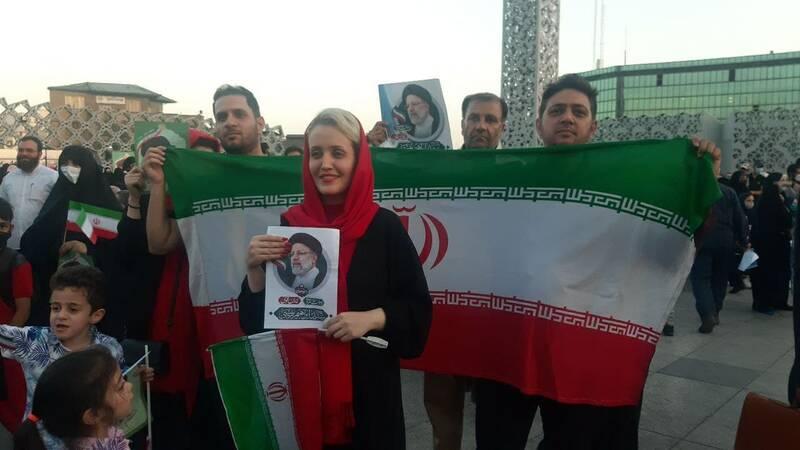 جشن پیروزی هواداران رئیسی در تهران +عکس